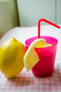 Make this wonderful smelling lemonade scented playdough
