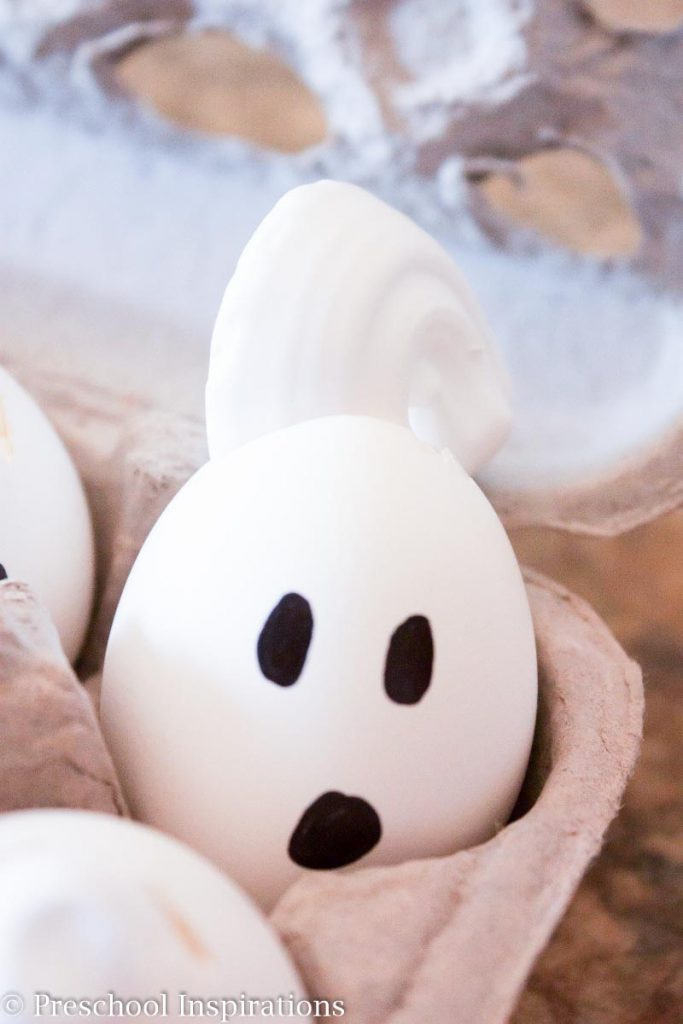 Cute Ghost Sensory Smash by Preschool Inspirations #preschool #prek #preschoolactivities #sensory #sensoryplay #halloweenactivities #scienceactivities