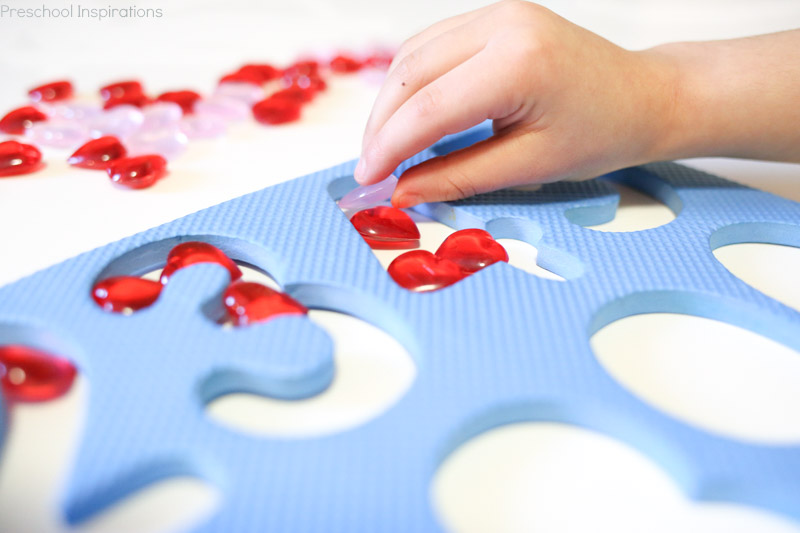 Preschool Valentine's Day number recognition activity
