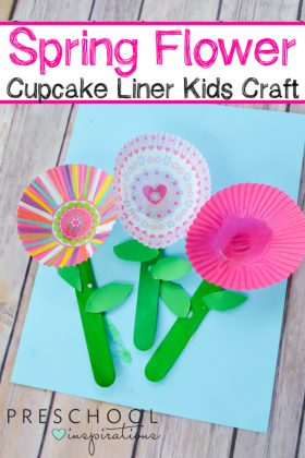 Need a perfect craft idea for the spring? These cupcake liner flowers are perfect for a flower theme or spring theme for an art project.