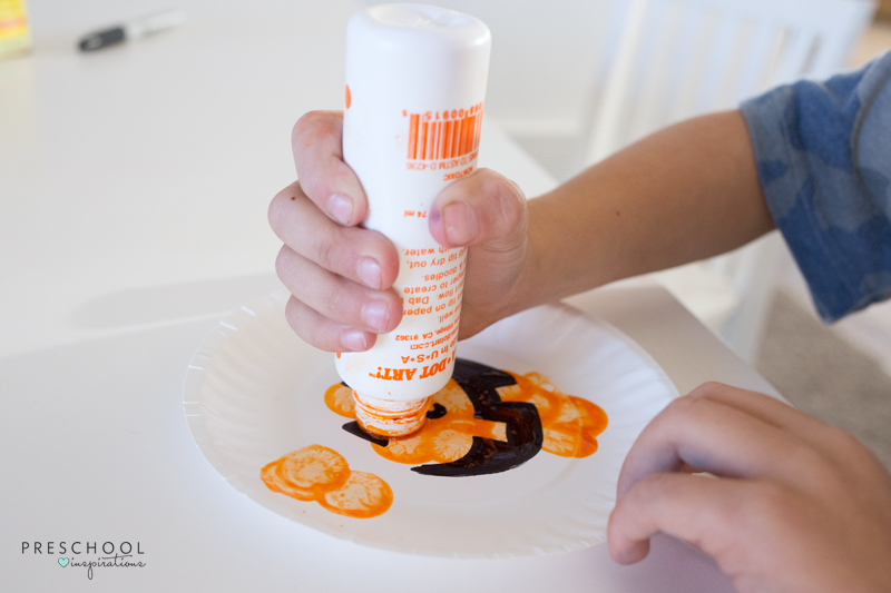 Paper plate pumpkin craft for Halloween