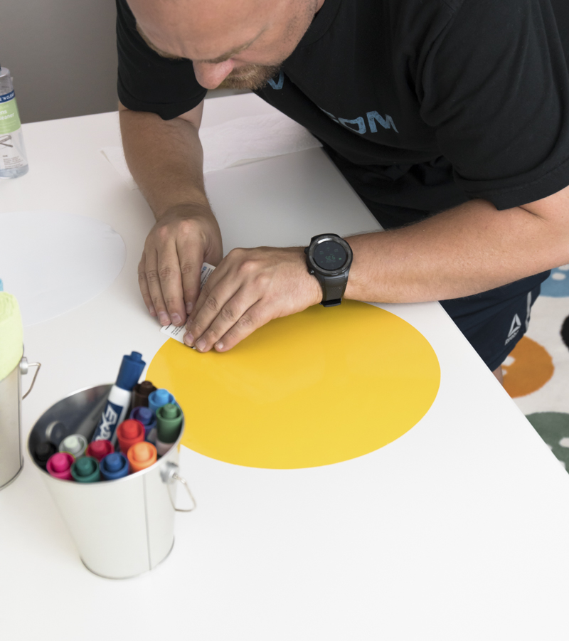 How to apply dry erase circles